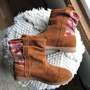 🍁SALE🍂 TOMS brown ankle slouch boots youth 5